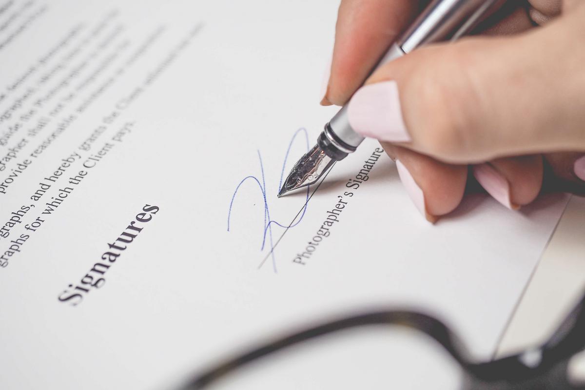 Sur les conséquences de la notification d'une promesse de vente entre les mains d'une personne n'ayant pas de mandat de l'acquéreur